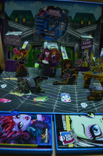 Monster High- Con escenario Pop Up